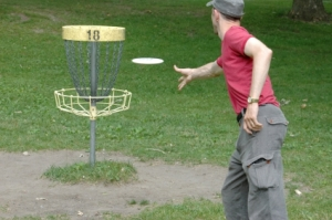 Disc golf player